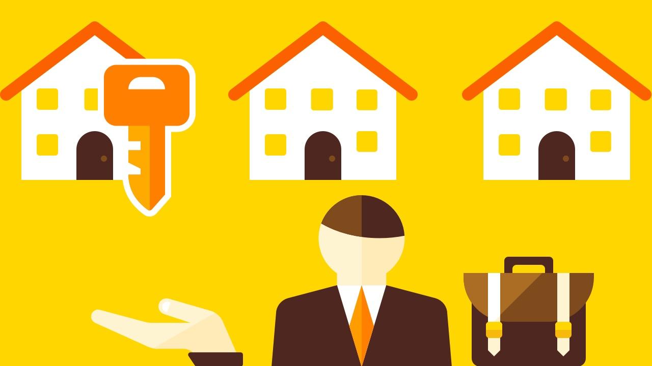 Trzy domy, klucz do drzwi i mężczyzna w garniturze