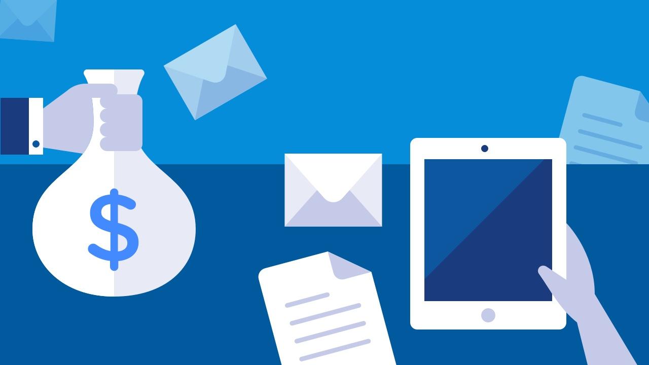 Oszczędności, koperta, dokument i tablet