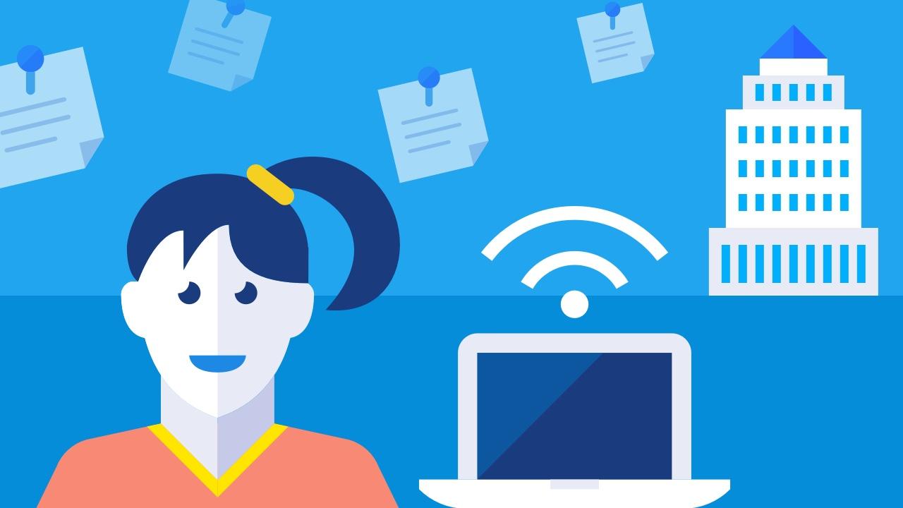 Młoda kobieta z kucykami oraz desktop z wifi